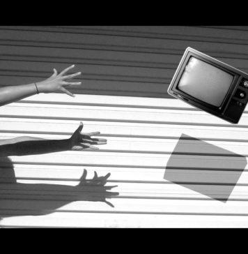 Αποτέλεσμα εικόνας για πετα την τηλεόραση