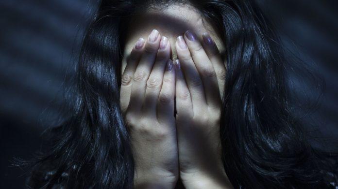 Λεσβία αναγκάζονται σε σεξ