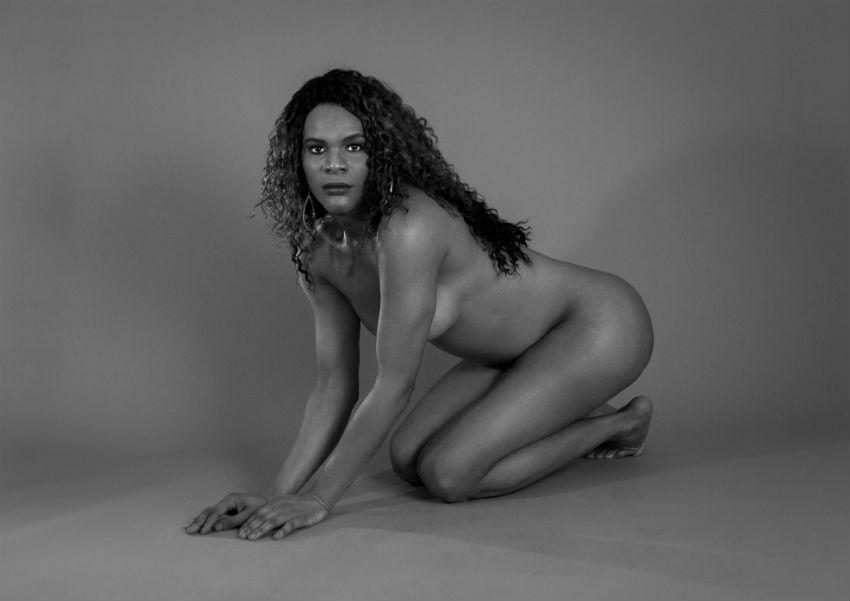 Μαύρες λεσβίες να κουνήσουν γυμνό