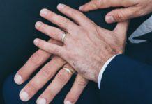 Το Ανώτατο Δικαστήριο της Αριζόνα έχει αποφανθεί ότι μια επιχείρηση καλλιγραφίας που διευθύνεται από δύο «αξιότιμες χριστιανές» γυναίκες μπορεί νομίμως να κάνει διακρίσεις σε βάρος ομόφυλων ζευγαριών. (Unsplash)