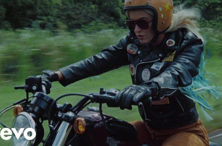"""Δείτε το νέο μουσικό βίντεο της Katy Perry για το """"Harleys in Hawaii"""""""