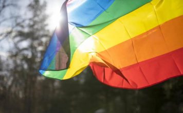 Ο γάμος μεταξύ ομόφυλων ζευγαριών μειώνει το ποσοστό αυτοκτονιών των γκέι ατόμων