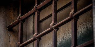 Εξήντα επτά άτομα παραμένουν φυλακισμένα μετά την επιδρομή σε γκέι μπαρ στην Καμπάλα
