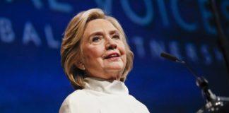 Η Χίλαρι Κλίντον βάζει τέλος στις φήμες ότι είναι λεσβία