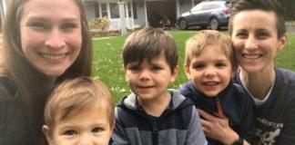 Λεσβίες μαμάδες τεκνοθέτησαν τρία αδέλφια για να παραμείνουν μαζί