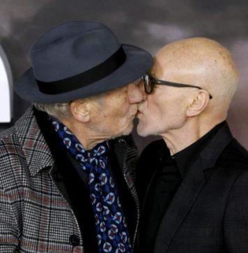 Το ακομπλεξάριστο φιλί στο στόμα των Patrick Stewart και IanMcKellen