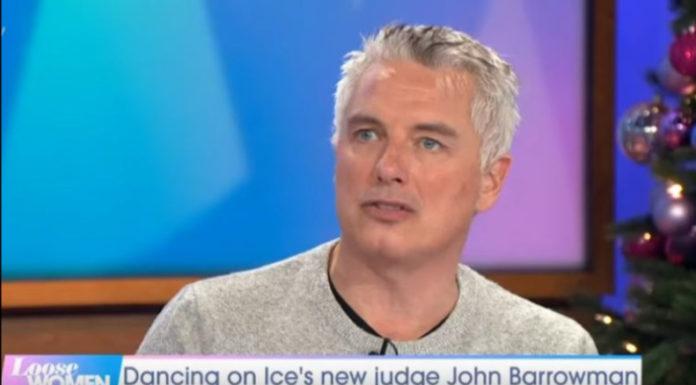 Ο John Barrowman δήλωσε στο σημερινό χθεσινό (3 Ιανουαρίου) του Loose Women, ότι σκόπιμα έκρυψε την σεξουαλικότητα του από την τράπεζα