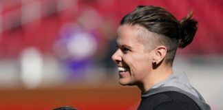 Κέιτι Σάουερς: Η πρώτη ανοιχτά λεσβία προπονήτρια του Super Bowl