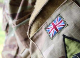 Ο Υπουργός Άμυνας της Βρετανίας ζητά συγγνώμη από τα ΛΟΑΤΚΙ άτομα
