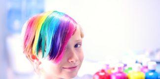 Μεγαλώνουν τα παιδιά τους ουδέτερα ως προς φύλο και ακούν τα πάντα