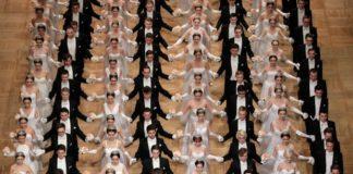 """""""Απλά θέλουμε να χορέψουμε μαζί"""" δηλώνουν ένα non-binary άτομο και μία κοπέλα"""