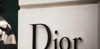 """Δωρεάν αντισηπτικά με """"άρωμα Dior"""" ετοιμάζονται στη Γαλλία"""