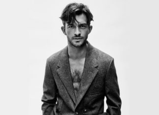 Jonathan Bailey, γκέι